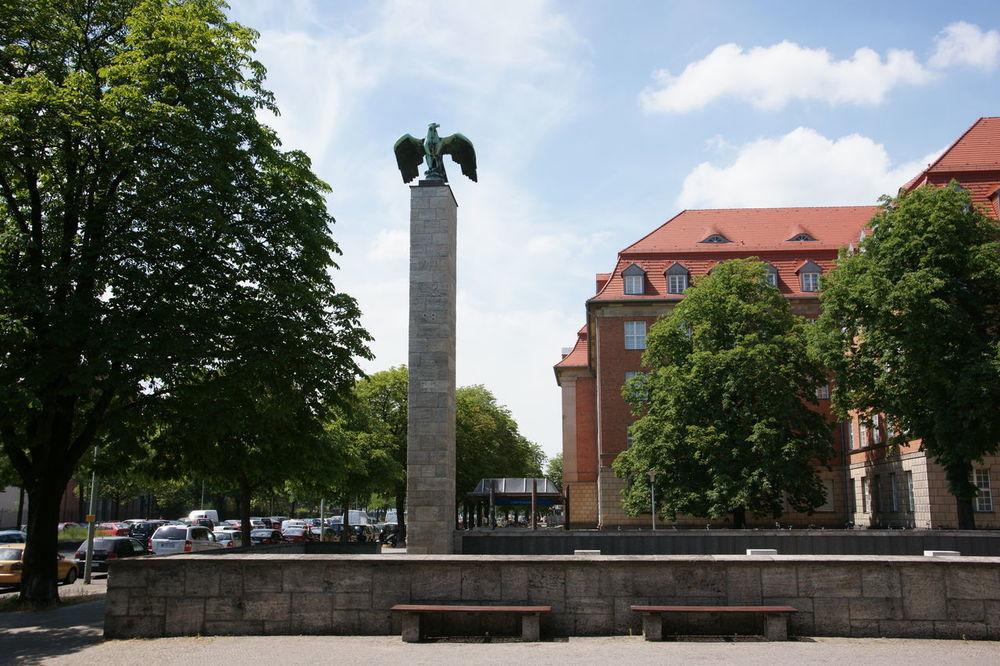 Siemens Ehrenmal, Berlin, Rohrdamm Adler Berlin Denkmal Eagle Germany Monument Rohrdamm Schwert Siemens Ehrenmal Sword