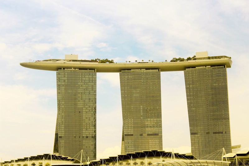 Marina bay, when I saw this tall bldg, I thought that sky is not a limit same as engineering