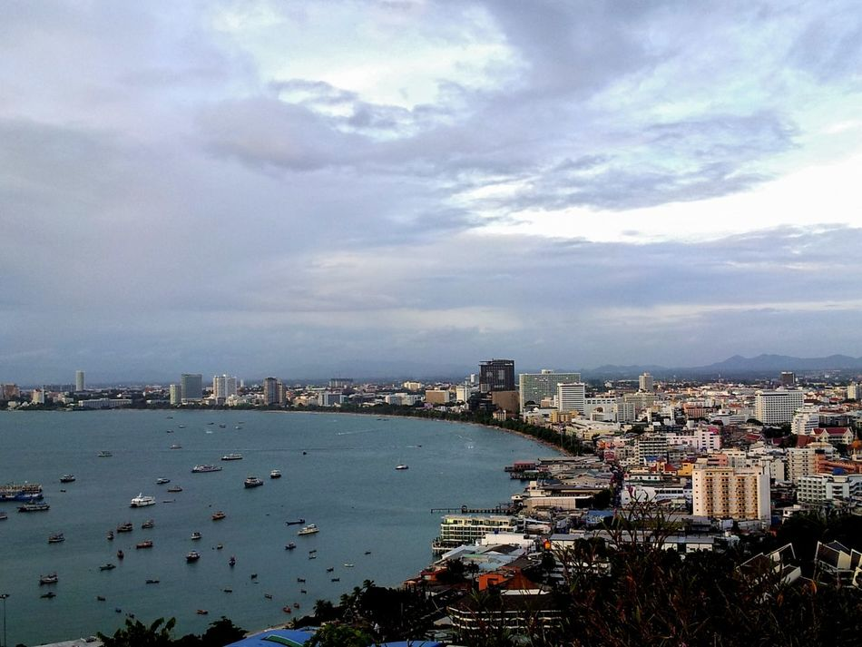 Pattaya Bay, Pattaya City Center. Hotels, resorts, entertainments Shoppings Hanging Out Enjoying Life Taking Photos Relaxing Bars And Restaurants Beach Life