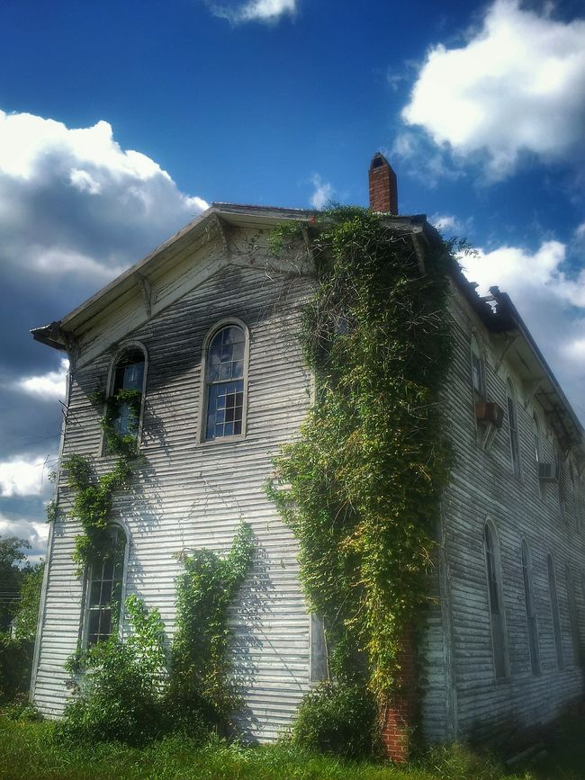 Beautiful days and abandoned places... Eyeem Abandonment Abandoned Enjoying Life Haunting  Rural Exploration Eyeem Abandonment Abandoned & Derelict Virginiaisforlovers Rurex Rural America Natures Diversities Architecture