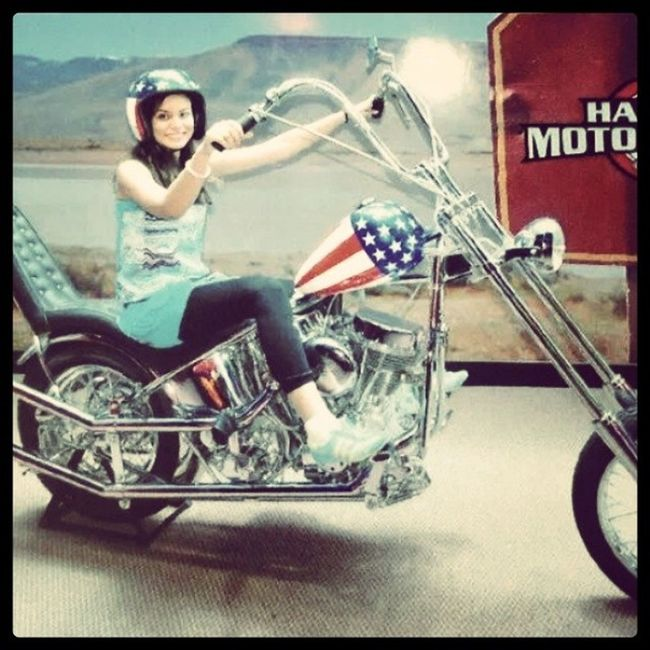 Eu e minha Magrela haha :3 - MotorHarleyDavidson Canela Rs (2010)