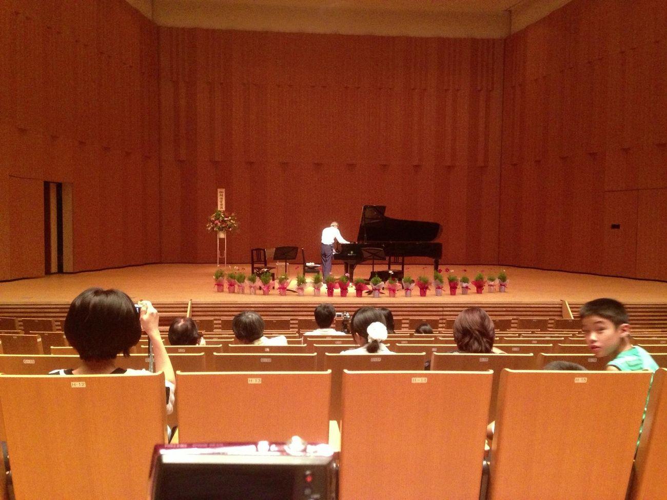 今日はピアノの発表会に。