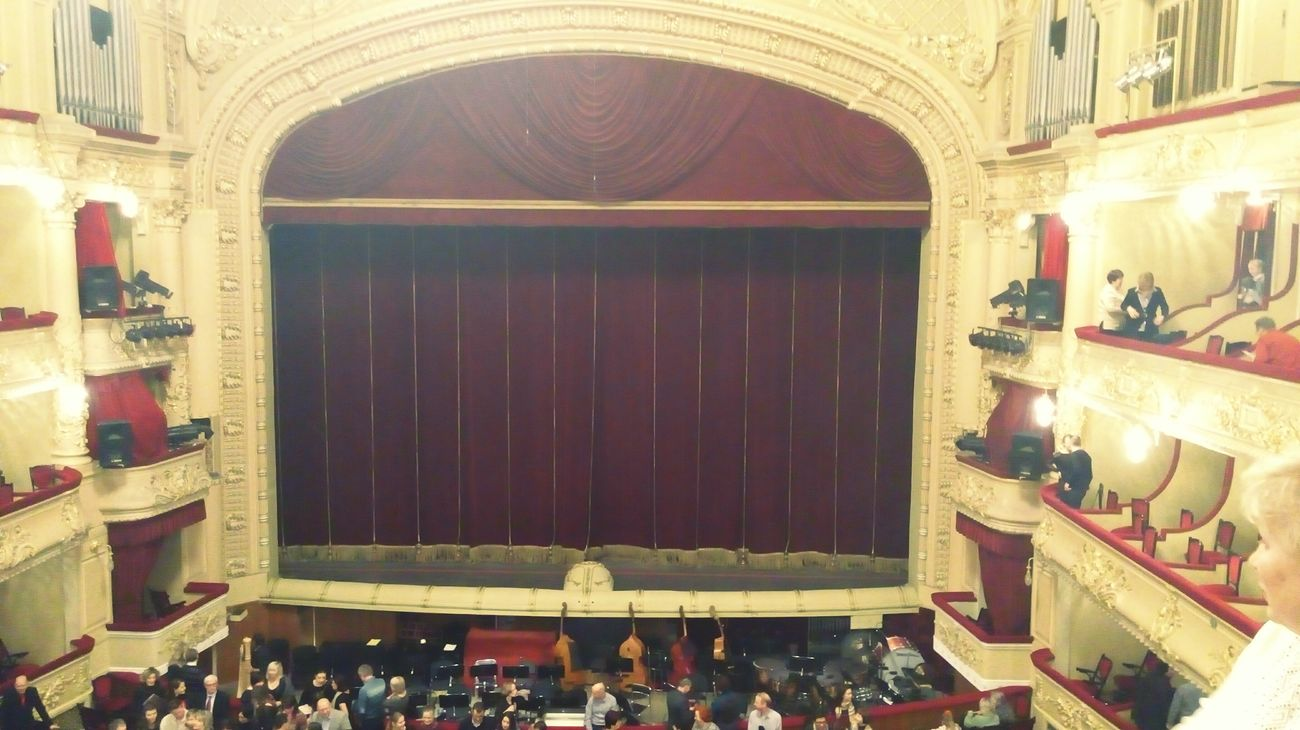 'Лускунчик' Opéra Being Cultured Enjoying The Music