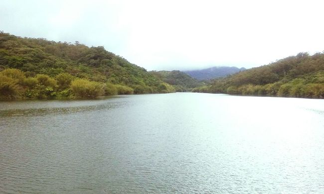 El lago en medio de la motaña. Taking Photos Enjoying Life Natural Green Nature Mothernature Montains    Naturelovers