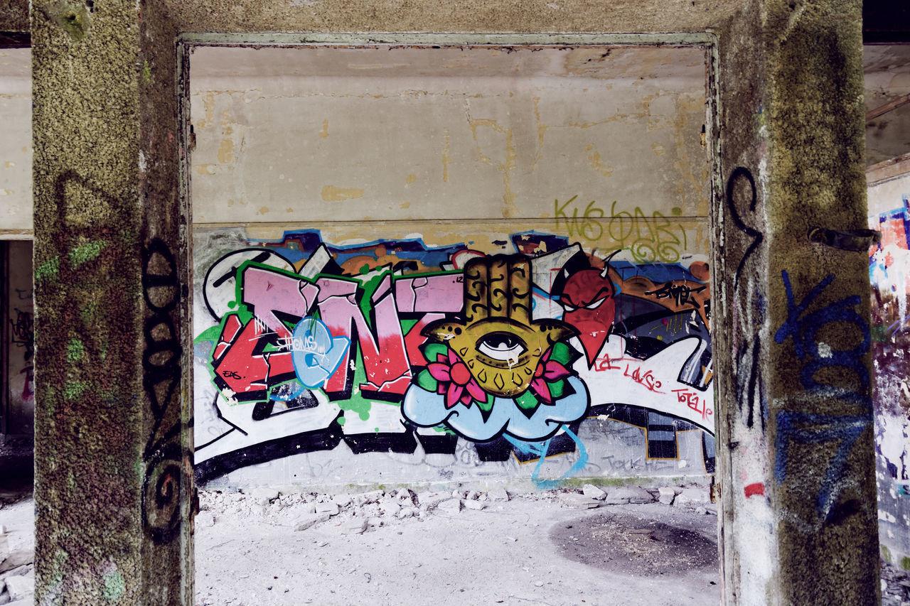 Architecture Art Art And Craft Building Exterior Built Structure Close-up Day Exploration Urbaine Graff Graffiti Graffiti Main Moth4fok Multi Colored No People Oeil Outdoors Sanatorium Sanatorium Du Vexin Urbex BYOPaper! The Photojournalist - 2017 EyeEm Awards EyeEmNewHere
