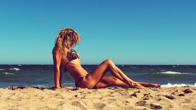 Sea Beach Horizon Over Water Young Women Sunlight Vacations Taking Pictures Good Times Love Feel The Journey Lifestyles Portrait Summer Views Summersmell