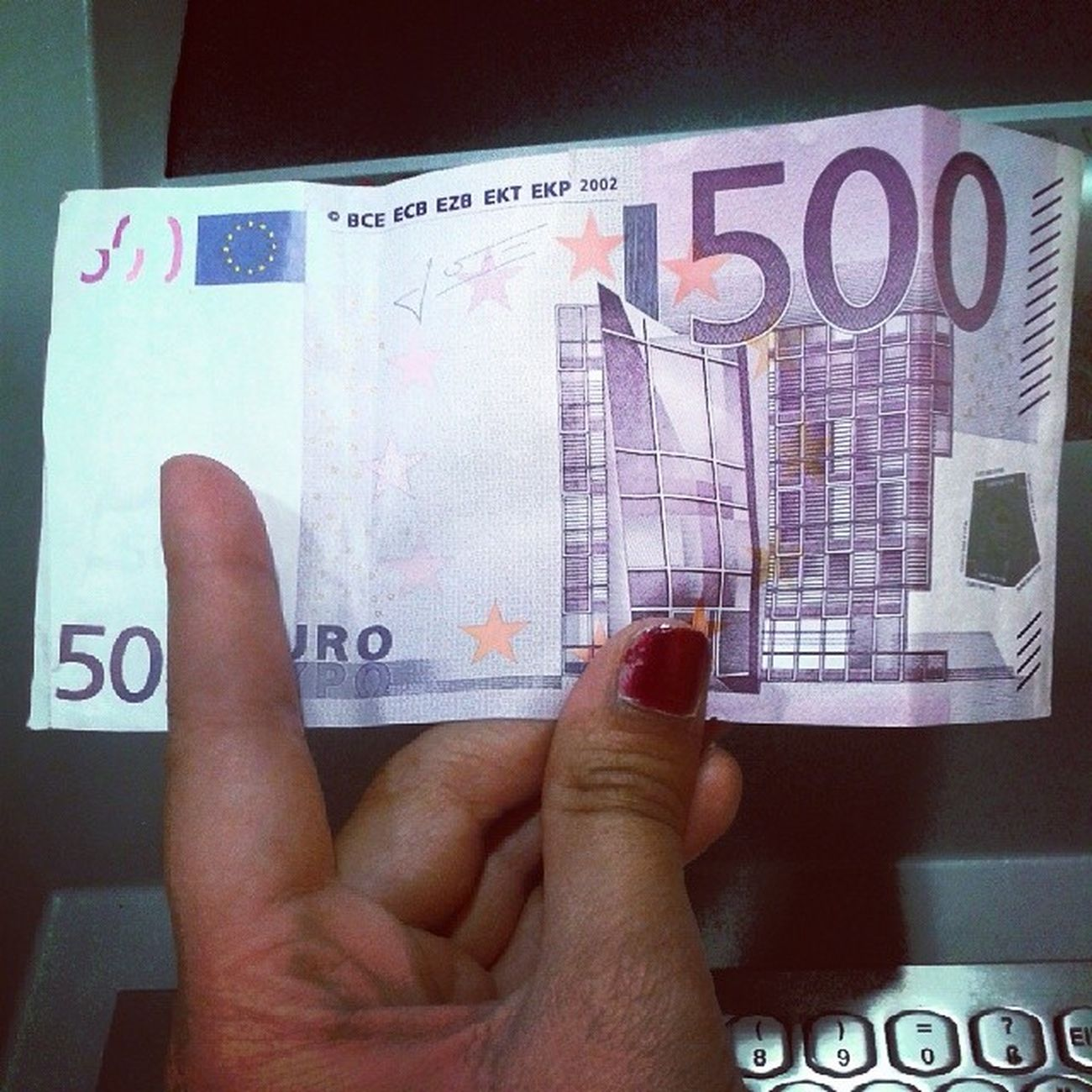 Yayyyy mein 100.Instagrammfoto :D Ausgerechnet ein Fünfhunderter Schein $$$ 100 Instagramfoto Jubil äum 500 €