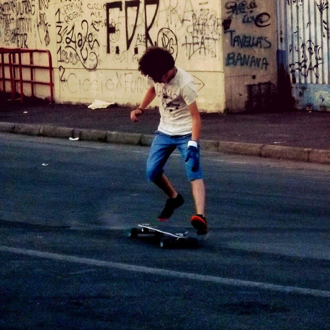 Dancing on longboard :D Longboard Longboarding Longboardtrick City Catania Skate Skateboard Skateboarding Sk8 Sector9