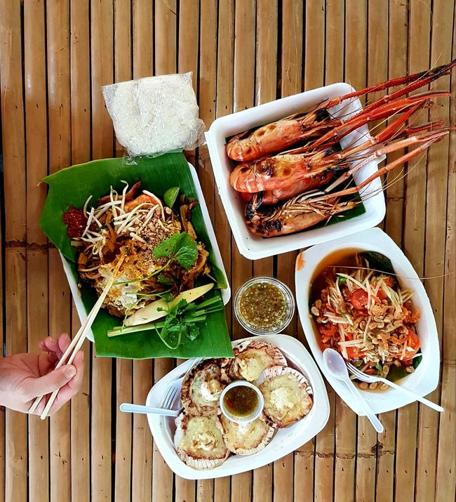 Street Food Worldwide Thailand Street Food Phadthai Prawns Seafoods Scallop Shells Mango Salad