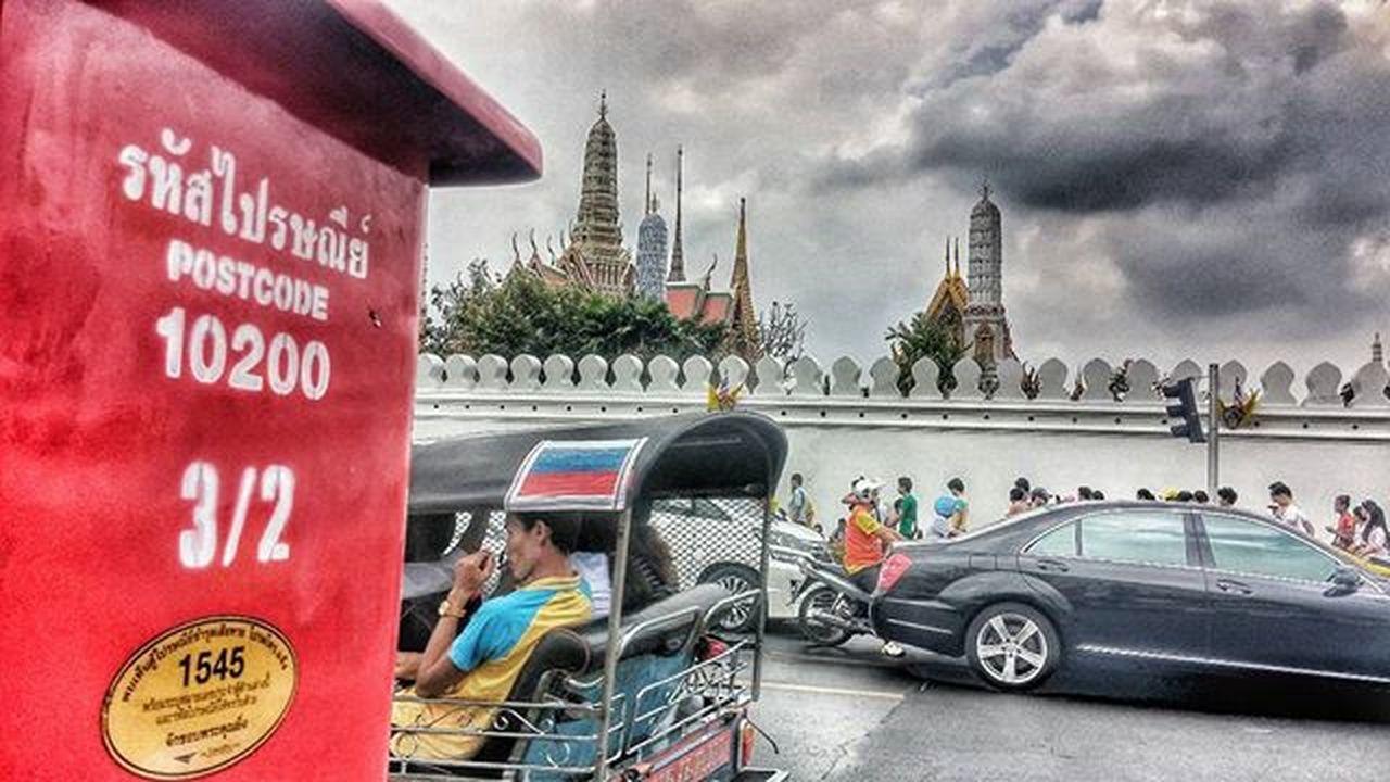 No description. Wichudamgallery Post Bangkok Golden ThailandOnly Amazingthailand ASIA Temple Trafficjam Traveller Traffic 5dec Dadday Longlivetheking Red Tricycle TukTuk Cloud Car Road Yellow Bikefordad 10200 Wall Thaitown