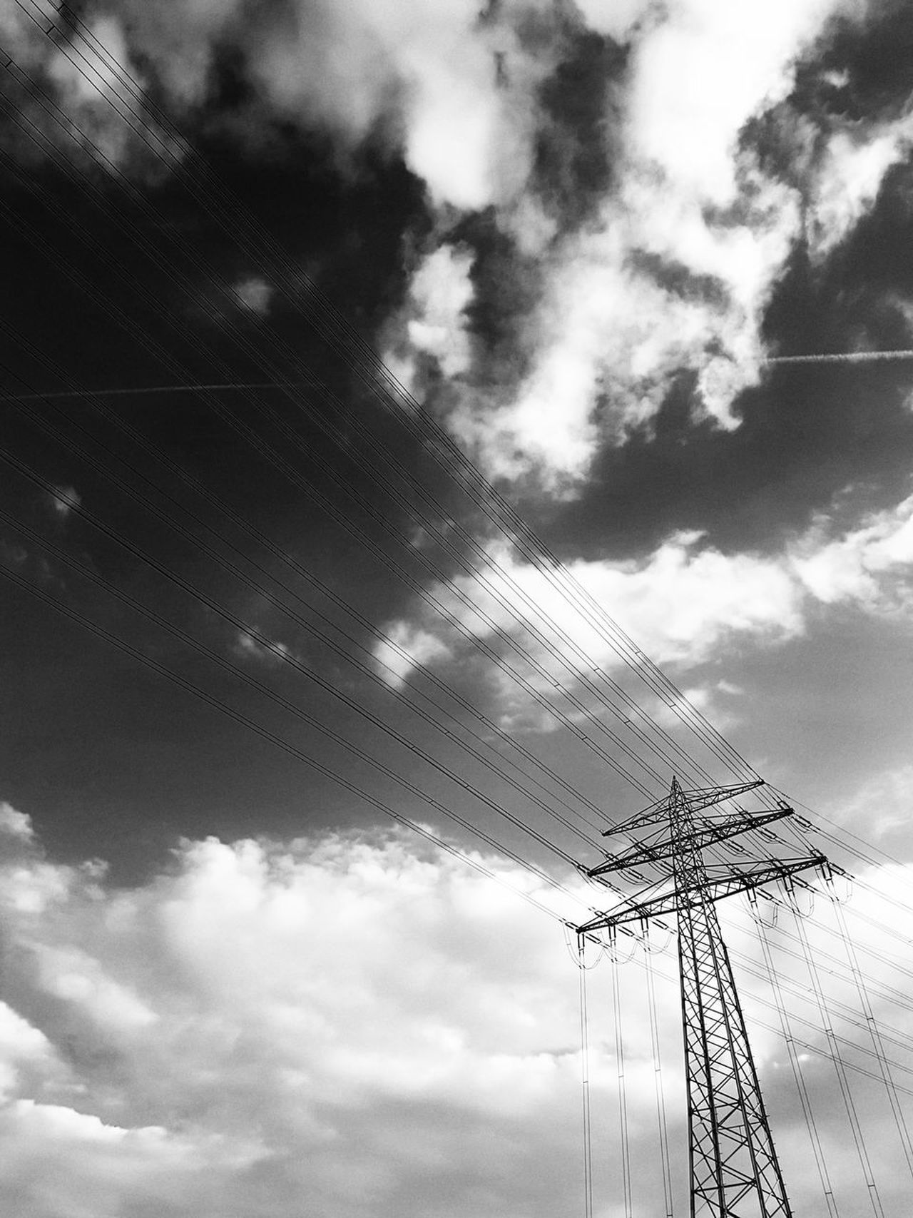 Sky Cloud - Sky Cable Nature Day No People Outdoors Scenics GERMANY🇩🇪DEUTSCHERLAND@ Electric Tower  Electric Tower  Strommast Electricity  Technology Black And White Photography Black And White Built Structure