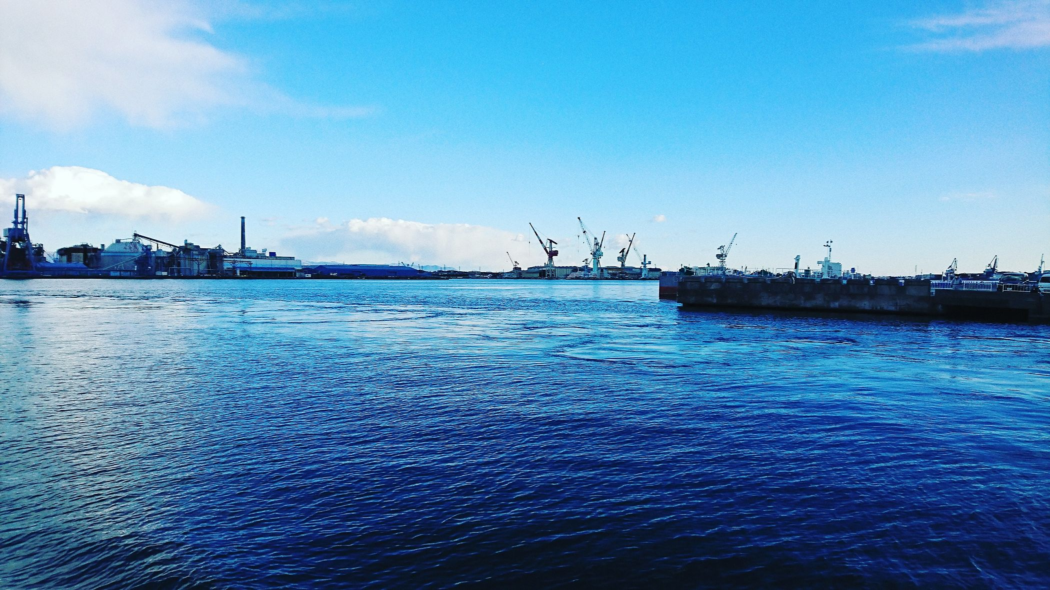 Sea Water Industry Outdoors Sky Business Finance And Industry Day No People Commercial Dock Blue Harbor Nature Factory Nautical Vessel Building Exterior Beauty In Nature 太平洋 Japan Tranquility 港 波 クレーン