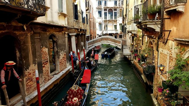 Venezia Italy Street Water Bridge Building Venice Gondola Gondole In Venice Gondolas Boats