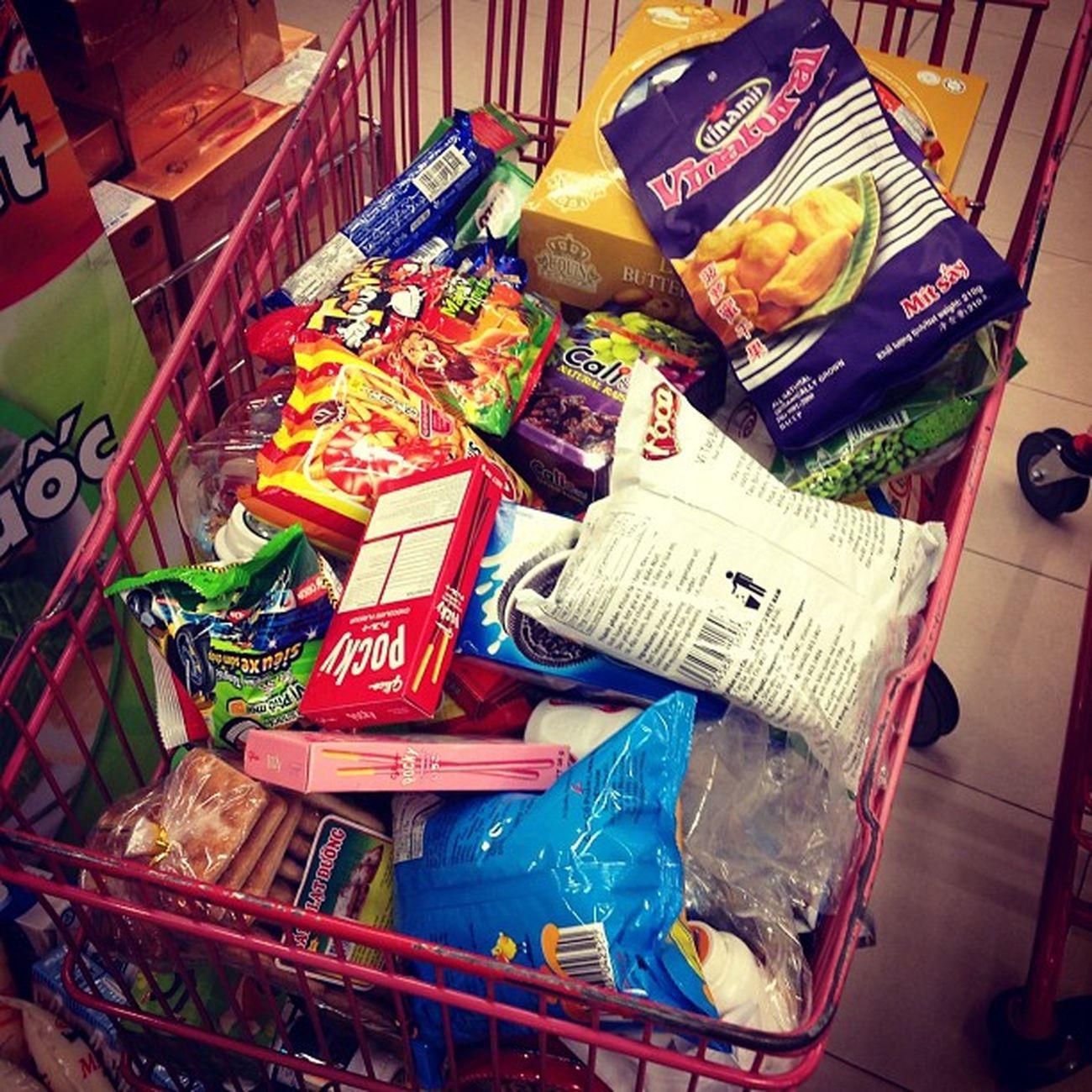 không đi thì thôi ha :)) Lần thứ 4 trong tuần bé thăm siêu thị roài đó!
