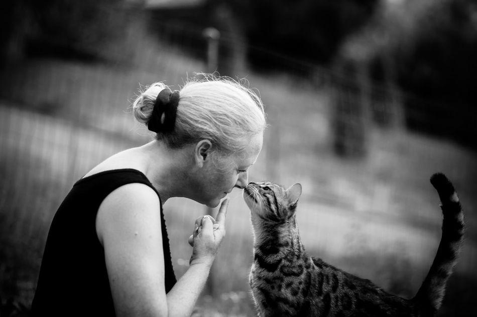 Beautiful stock photos of kuss, 45-49 Years, Animal Themes, Cat, Caucasian Ethnicity