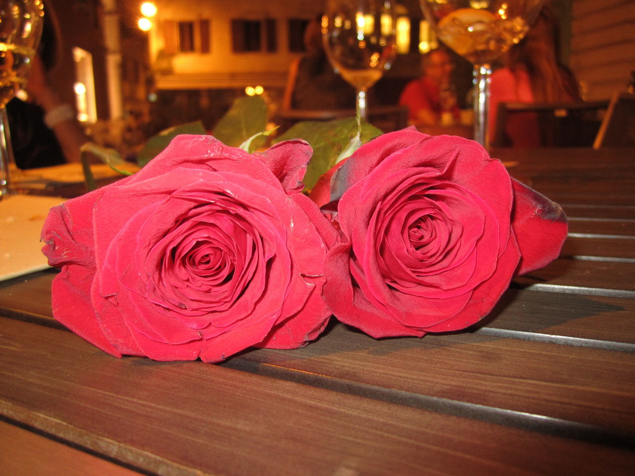 Aperitivo Time Close-up Flower Flowers_collection Red Roses Rose - Flower Roses The 00 Mission Wine Tasting Wood - Material Rosas Rojas