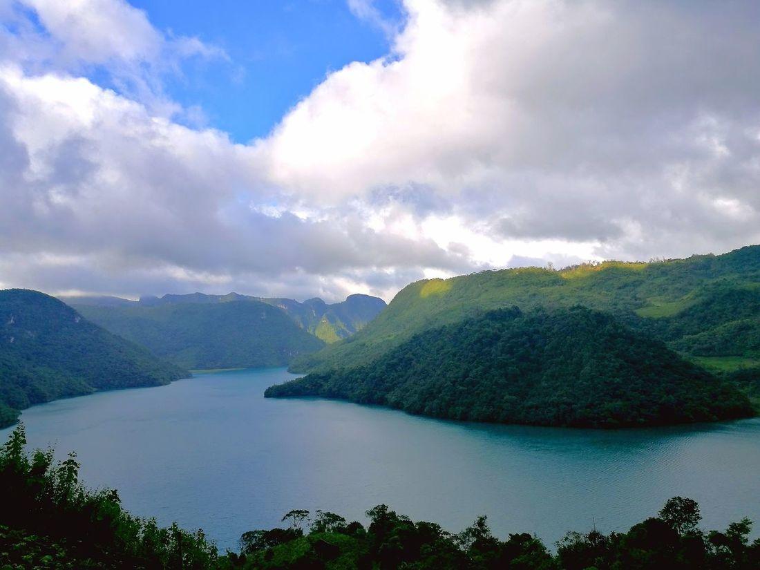 Laguna Brava en Huehuetenango, Guatemala Beaty In Nature EyeEmNewHere Beauty In Nature Lake Sky And Clouds Guatemala Huehuetenango Landscape