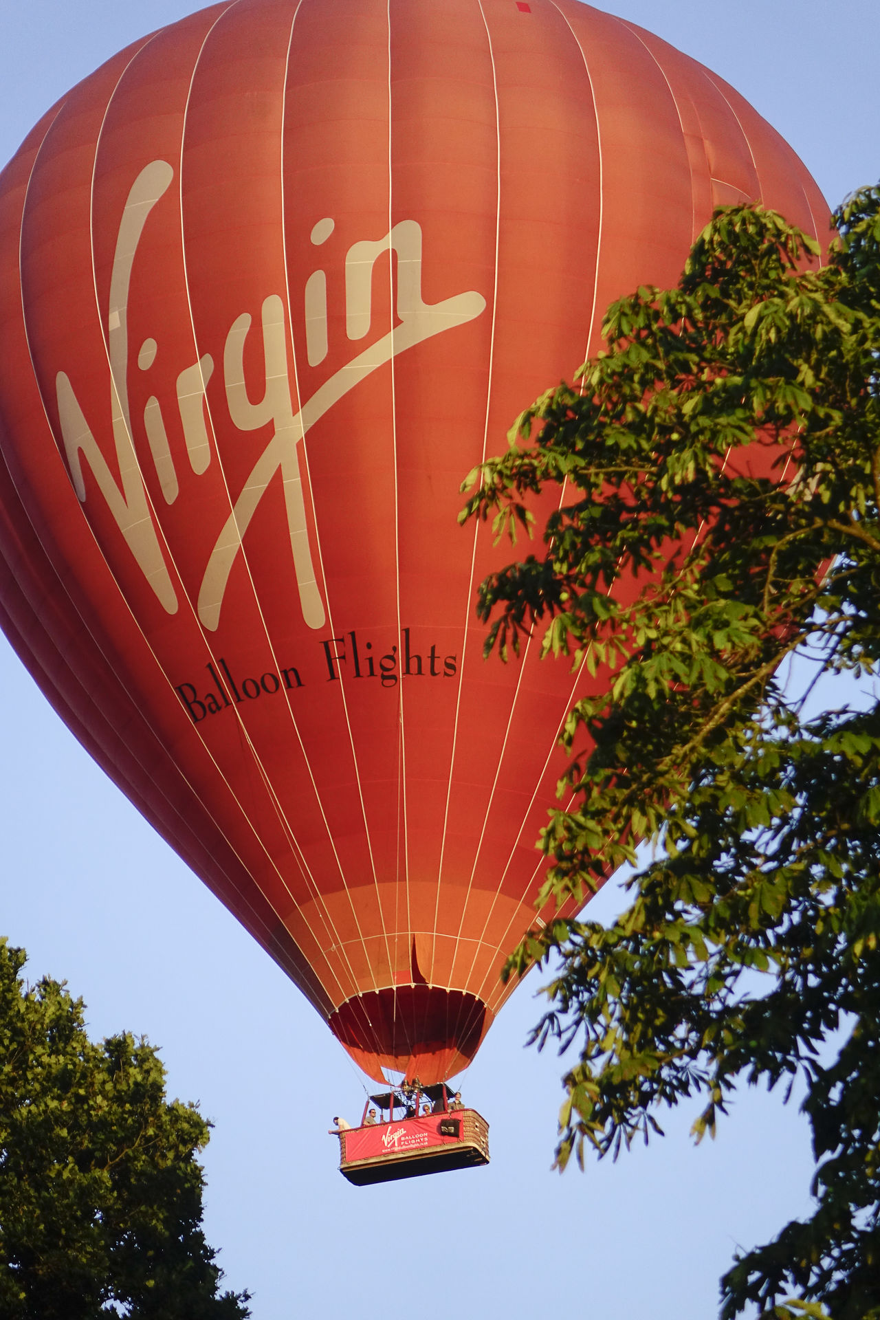 A Virgin hot air balloon flight over the Surrey countryside in Milford, England. England England, UK England🇬🇧 Flight Godalming Hot Air Balloon Hot Air Ballooning Hot Air Balloons Landing Milford Richard Branson Surrey Surrey Countryside Uk Virgin