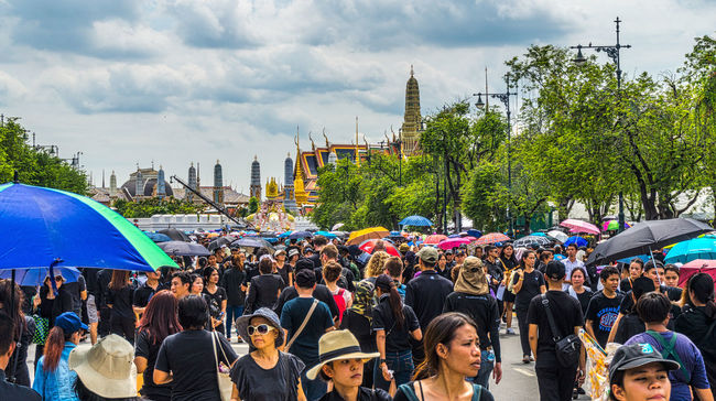 Crowds wait to sing the Royal Anthem in honour of HM King Bhumibol Adulyadej. Adult Bangkok City Crowd Day Event Horizontal King Bhumipol Adulyadet Large Group Of People Outdoors People Thailand