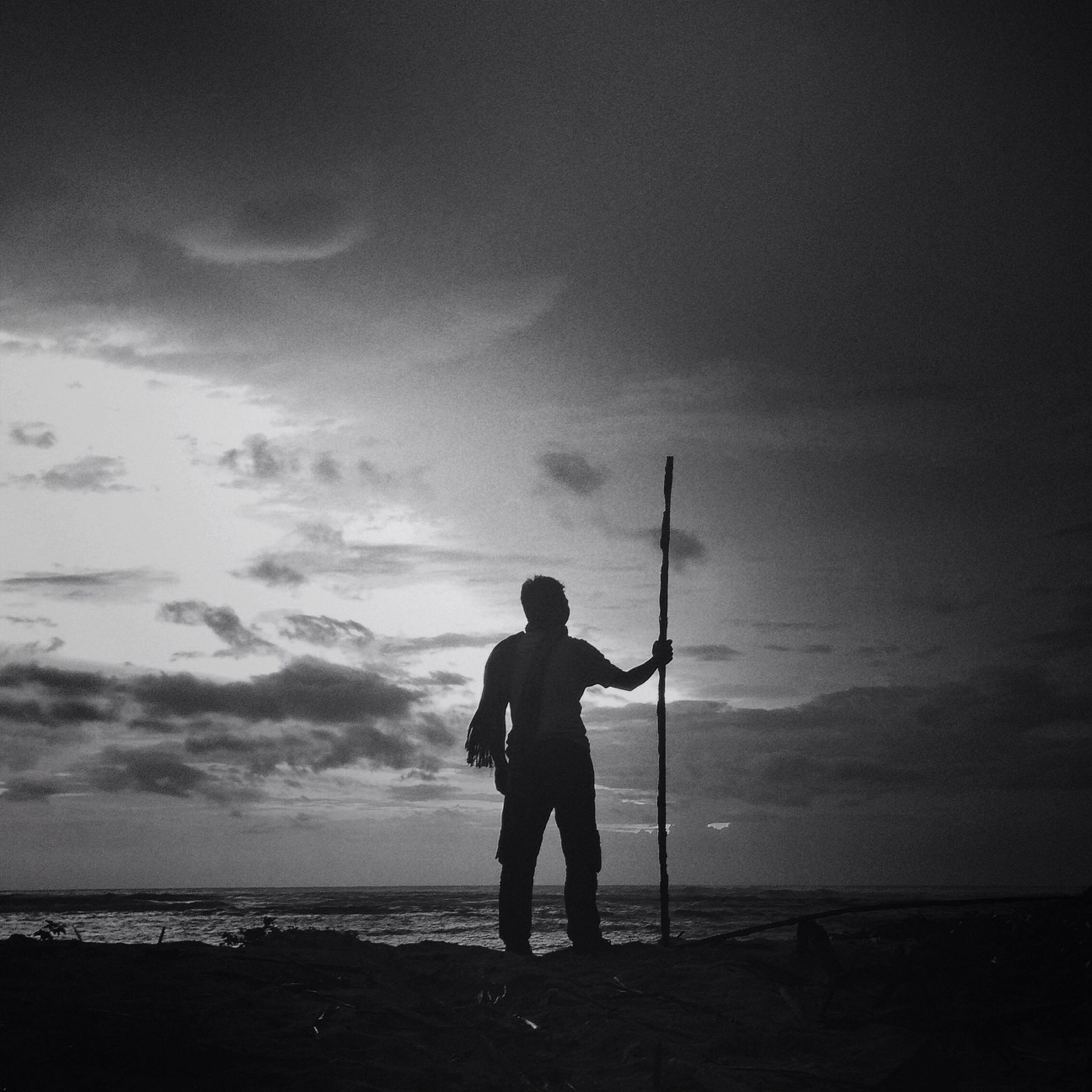 sea, horizon over water, beach, water, sky, silhouette, shore, full length, standing, lifestyles, leisure activity, rear view, tranquility, scenics, tranquil scene, beauty in nature, men, nature