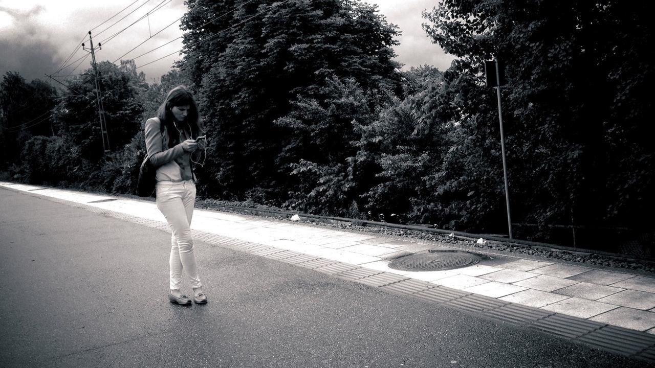 Streetphotography Streetphoto_bw Shootermag Summer Girls Streetphotos