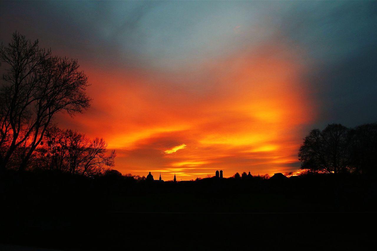 Aurora surrealis. Munich Sunset suns Sunset_collection Munichlove Munichskys