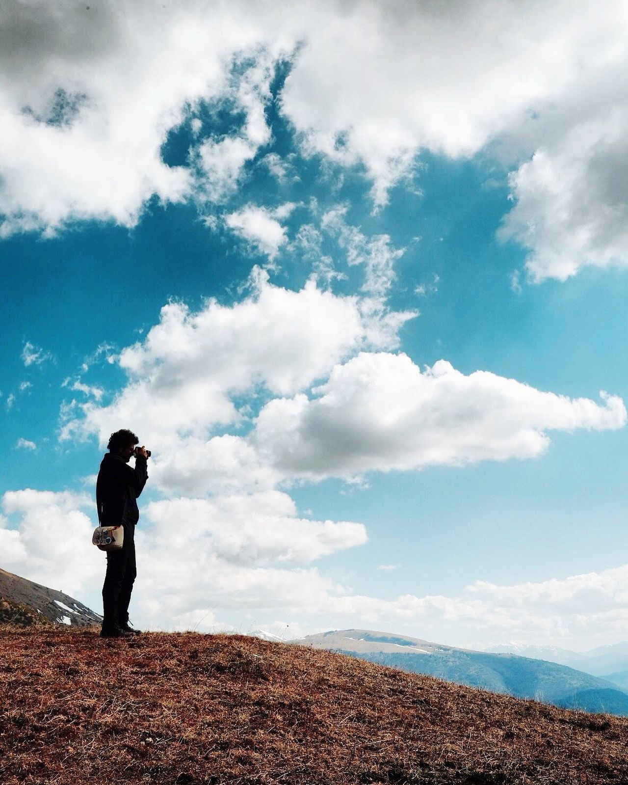 RipartidaiSibillini Sky Full Length Cloud - Sky Real People One Person Standing Men Outdoors Day Leisure Activity Discover Italy / With Ale Photography Themes Lifestyles Hiking Beauty In Nature Scenics Tranquil Scene Landscape Adventure Mountain