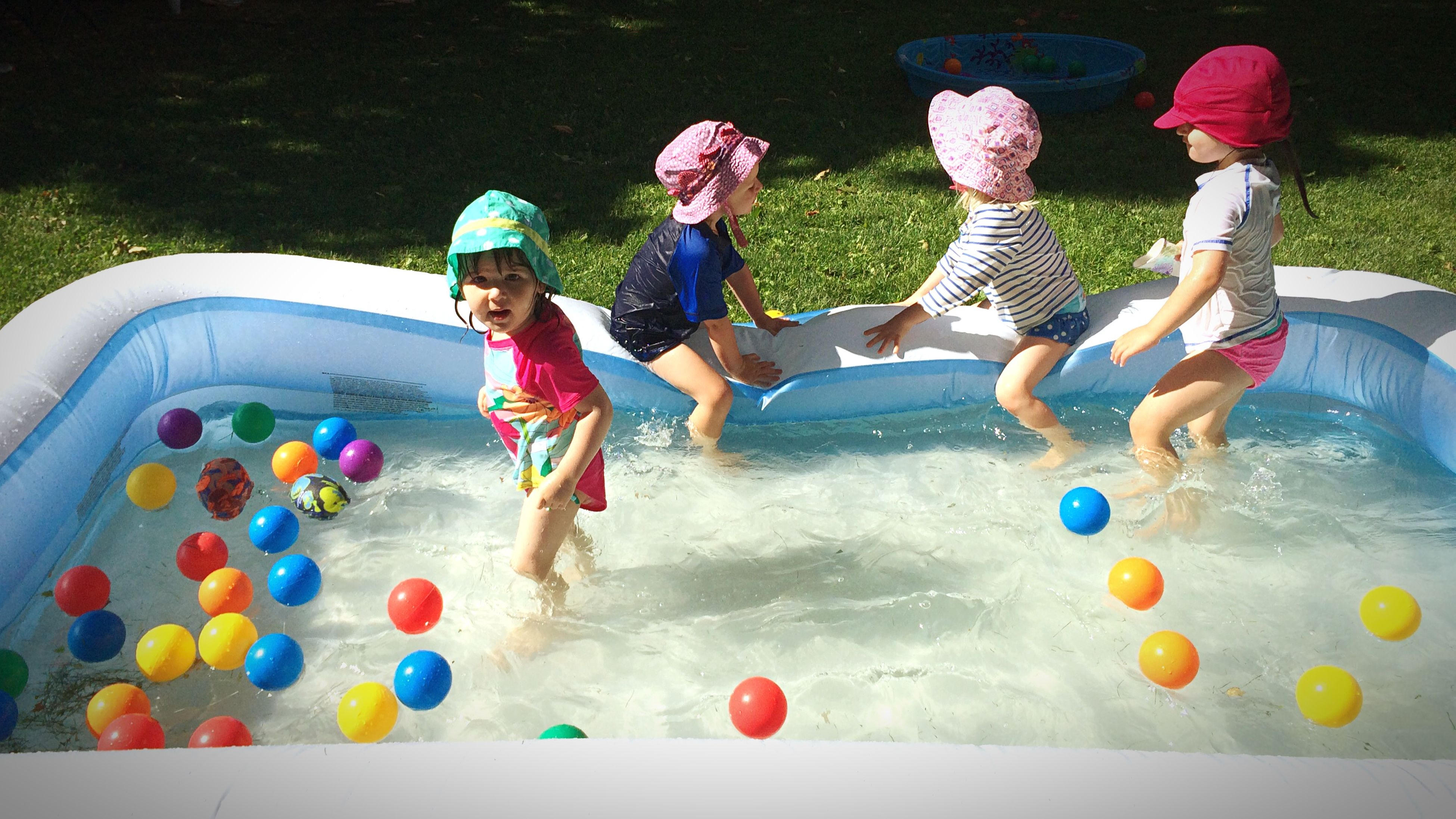 childhood, lifestyles, leisure activity, full length, boys, girls, elementary age, playing, enjoyment, casual clothing, fun, playful, togetherness, innocence, water, sport, person