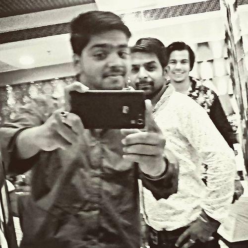 Parkroyal Insta First Enjoying Ajjeeebbb Selfie Mood Blastm Blacknwhite Desikalakaar 😀😀