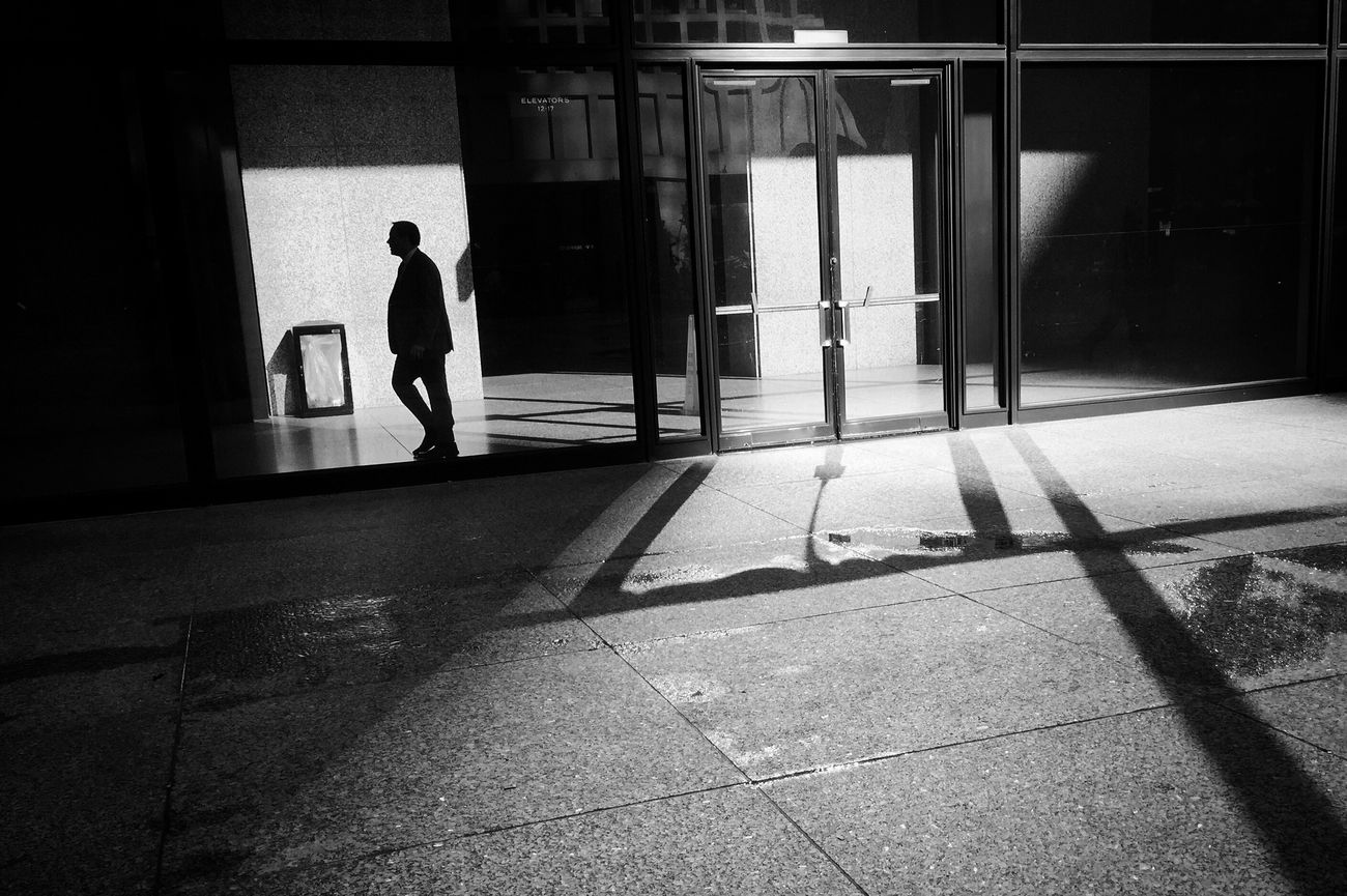 Daley Plaza, Chicago. Real People Sunlight Walking Day Men Built Structure Lifestyles Full Length Indoors  Architecture Adult People Adults Only Photojournalism EyeEm Best Shots Shootermag Documentary Shootermag_usa