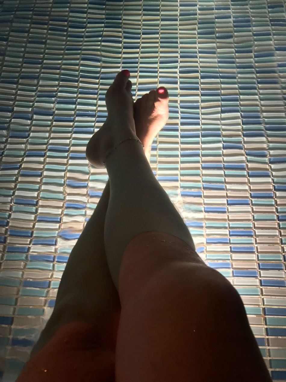 Sintiendo... paz! Human Leg Personal Perspective Human Body Part Mylegs Women Hello World Iphone7 EyeEm Best Shots Contemplating NoEditNoFilter No Edit/no Filter JustMe Me :)  Legs SoyBogotana Soycolombiana Me