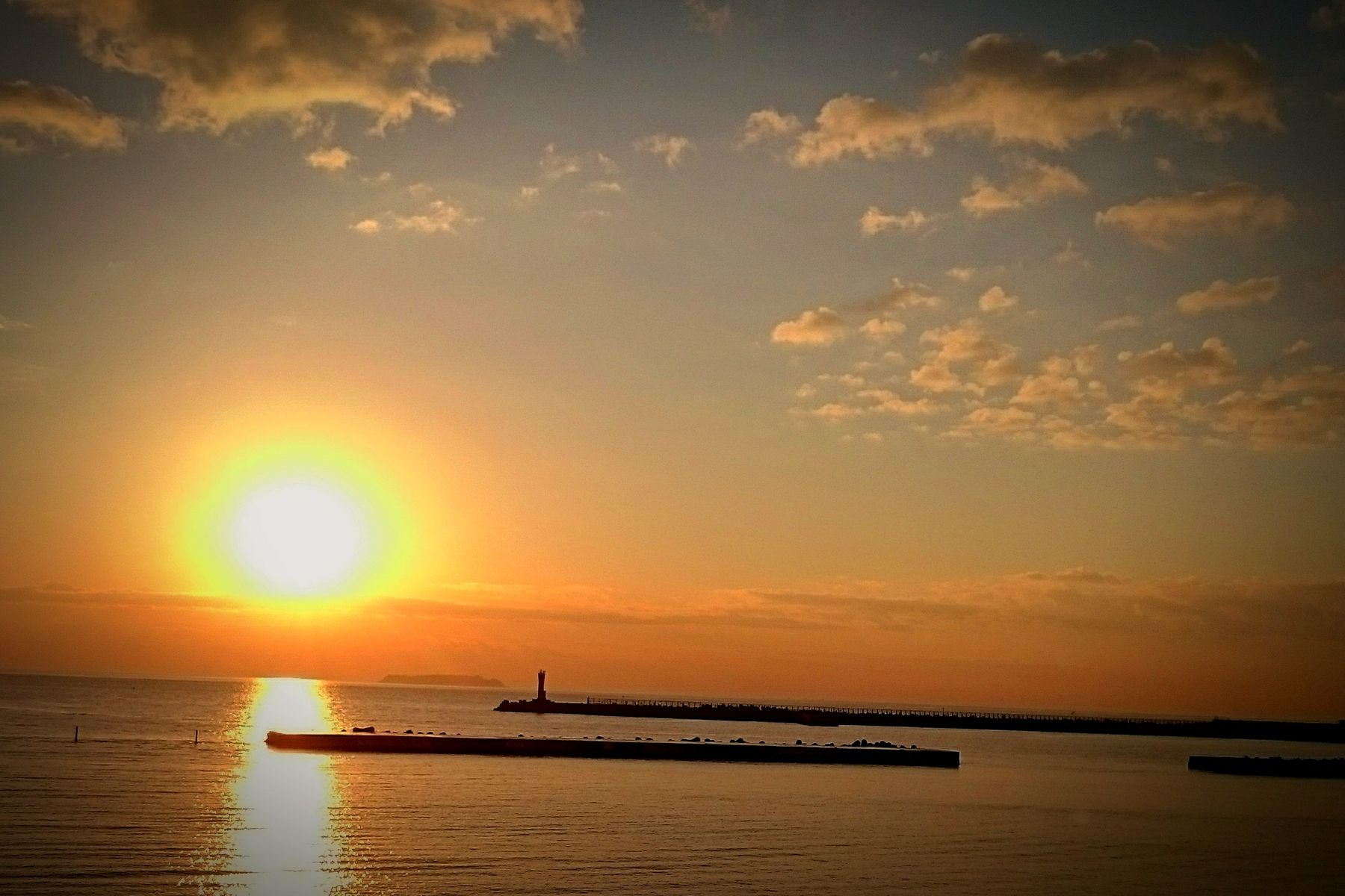 Sunset Sun Sea Reflection Silhouette Water Horizon Over Water Scenics Sky Sunlight Cloud - Sky Beauty In Nature Nature Tranquility Travel Destinations Beach Tranquil Scene Nautical Vessel Outdoors No People 港 太平洋 Japan