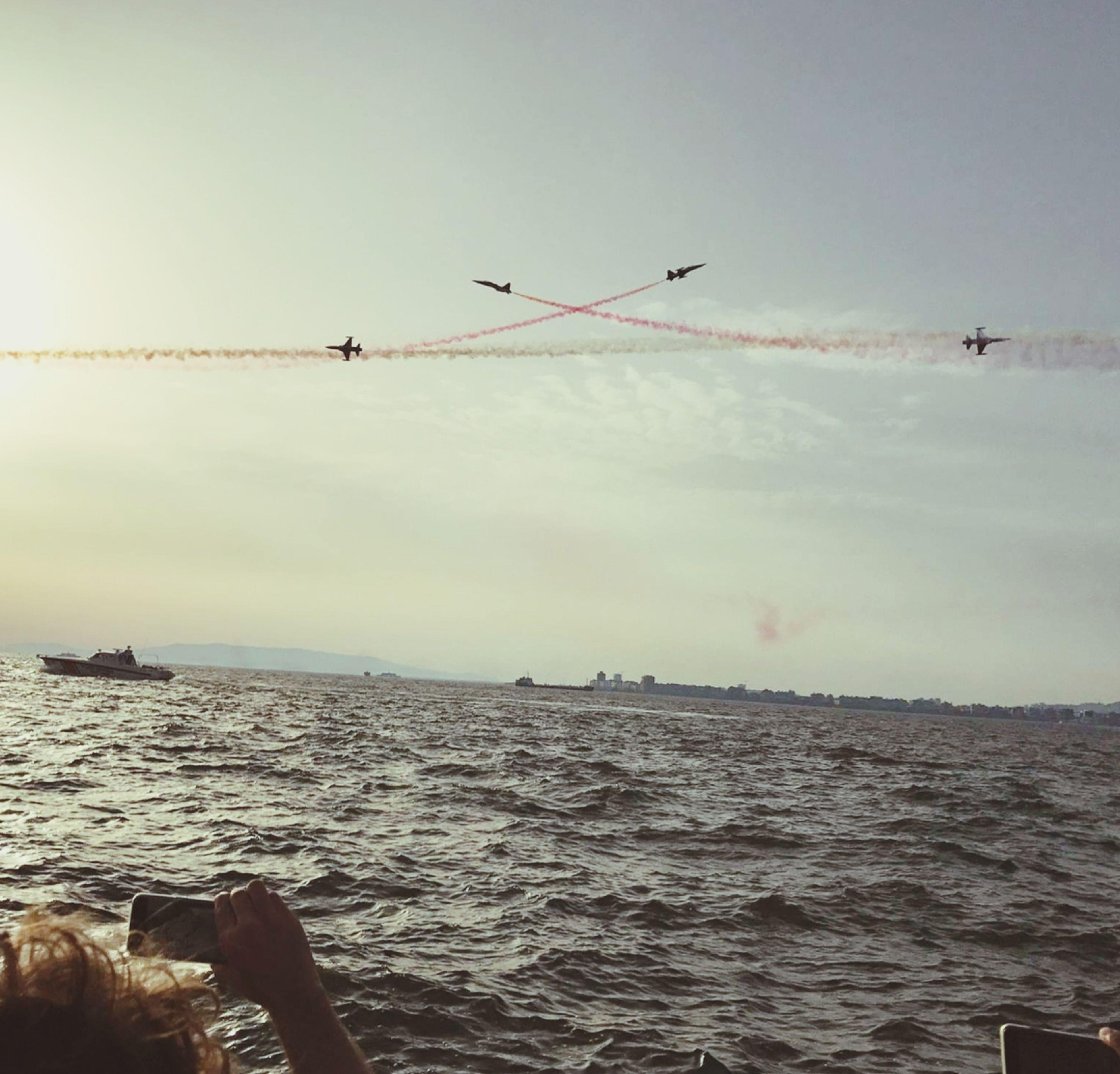 Düşmana korku dosta güven veren insanlar Bayraklar 🇹🇷🇹🇷 Bayrak Türkyıldızları Gösteri Kerkük Ucak Soloturk Flying Bird Airshow Beach Outdoors Animal Wildlife