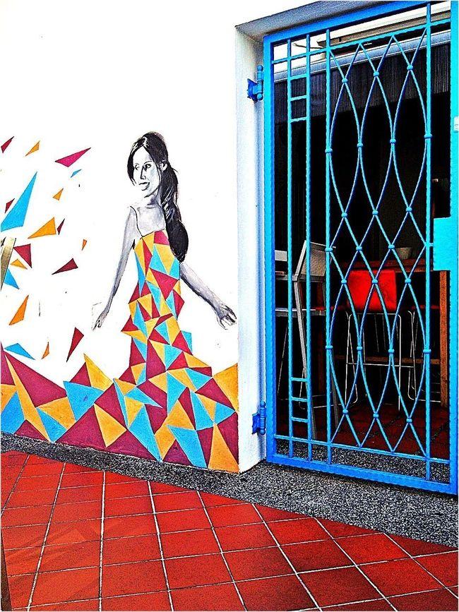 Hanging Out Streetart Door Street Art/Graffiti