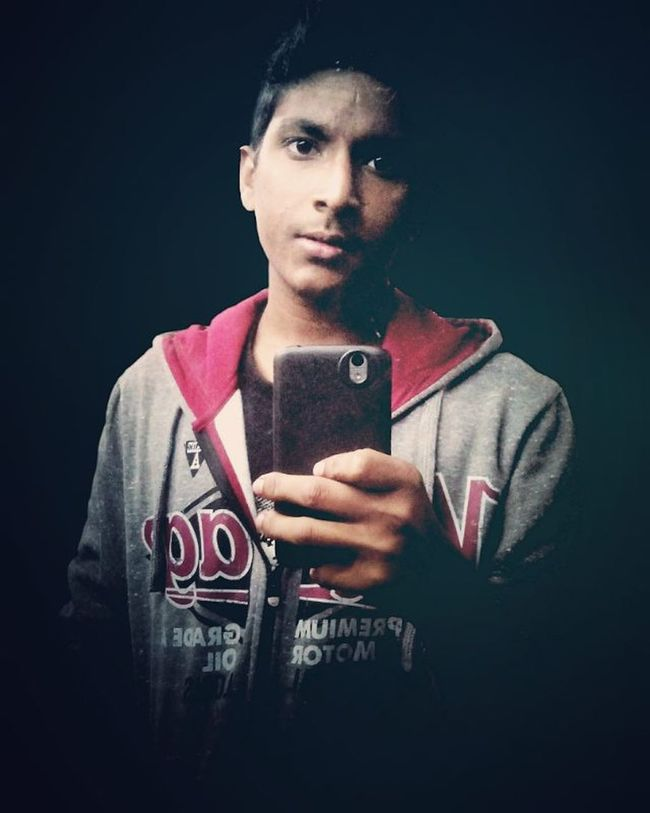 Pic of the day Black Background Sweatshirt Me Winter Fun Mirror Selfie Awesome Edit Picsart Phone L4l F4F Instagram Filter Seirra Instaedit Instapic Instacool Instalike