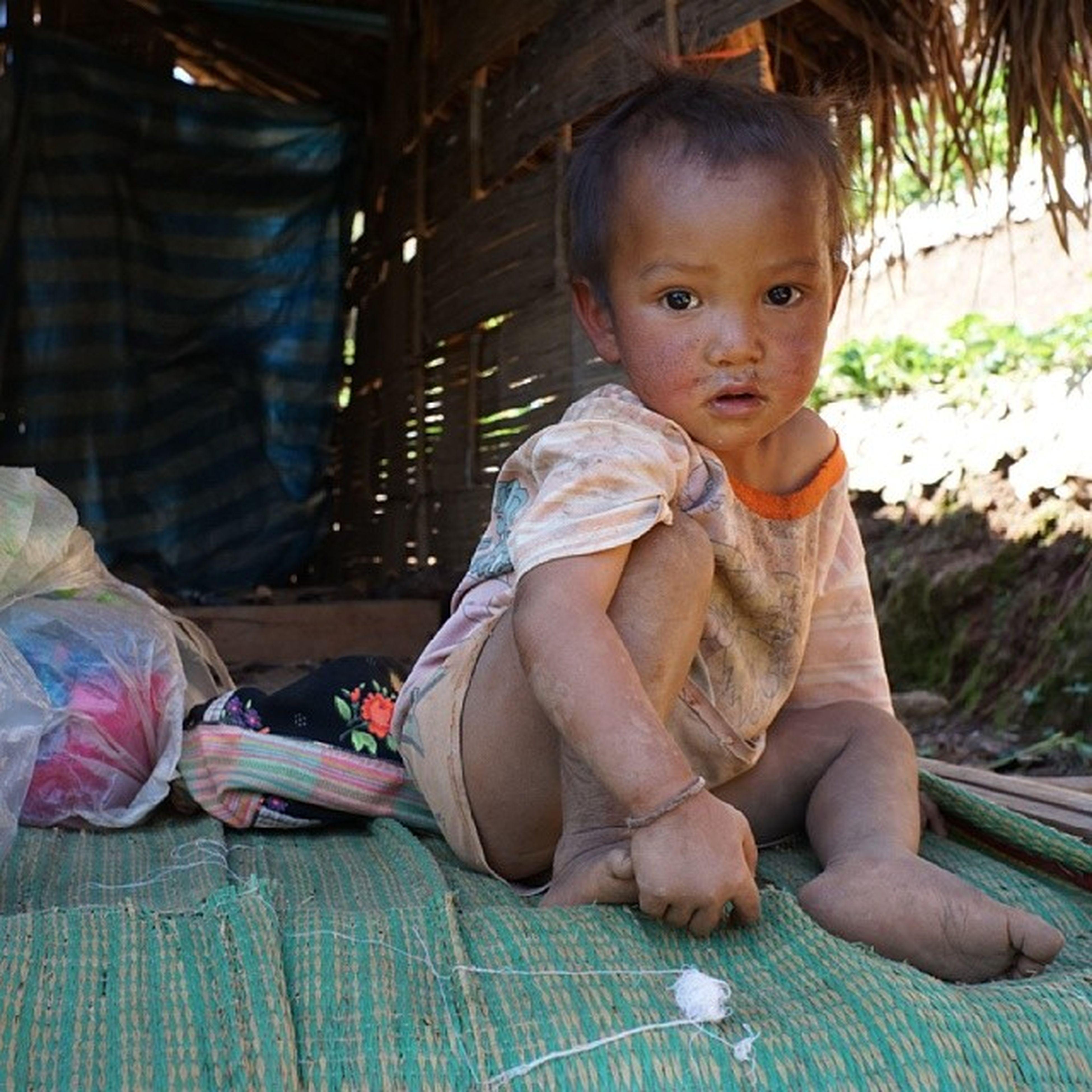 """ละอ่อนน้อยที่ขอบด้ง ♥♥♥ เตี่ยวก้อบ่ใส่ _ _"""" โตมาจะเป็นเจ้าของดอย หมู่บ้านขอบด้ง สักพักมาแล้ว อ่างขาง ตามล่าสตอเบอร์รี่ Tripchiangmai Thailand"""