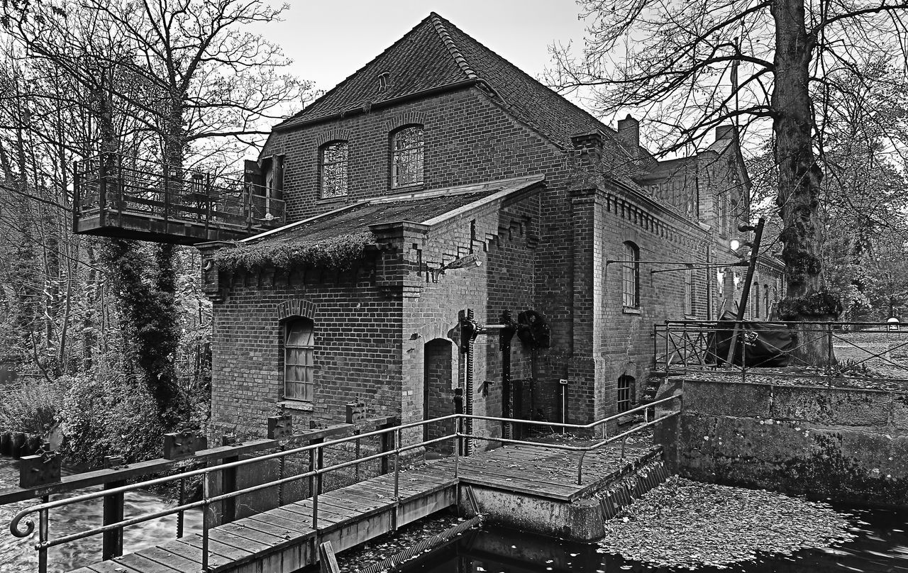 the old mill Architecture Built Structure No People Old Buildings Old Mill  Sky Tree Building Architectural Blackandwhite Black And White Trees Old Mill