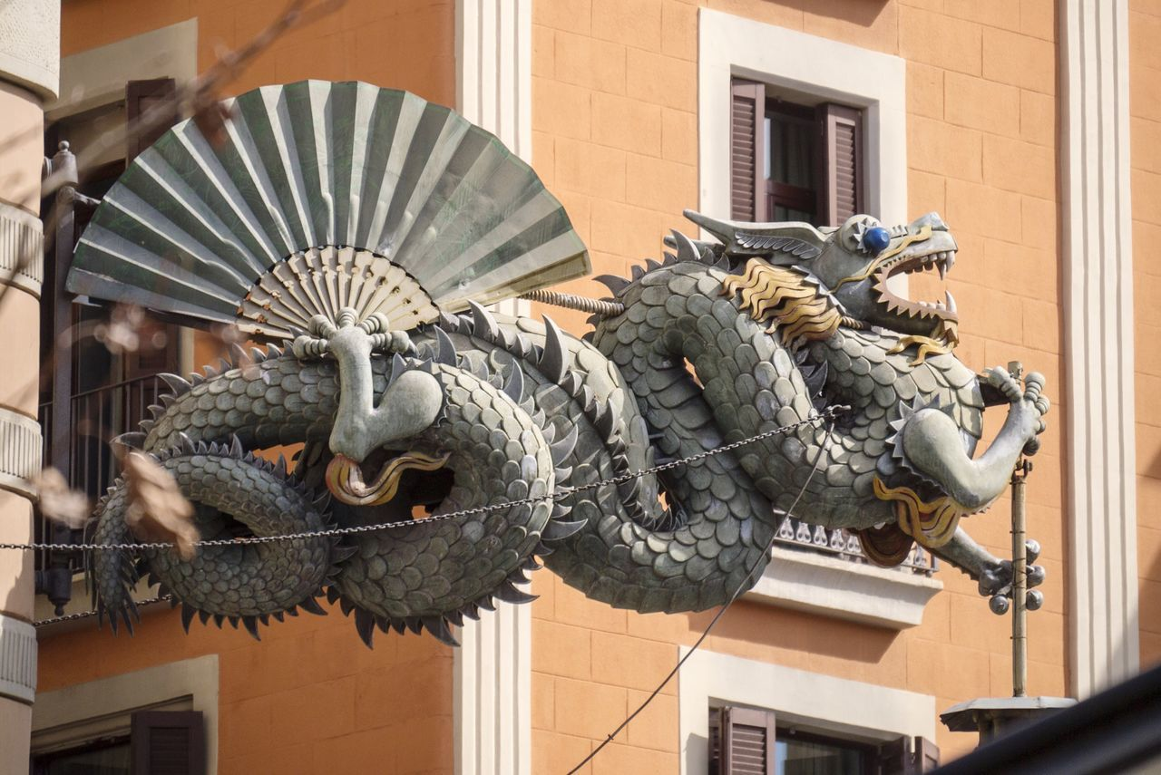 Dragon Dragon Chinatown China Magic Dragons Dragonfly Relaxing Barcelona Barça Urbanphotography Urban Lifestyle Street Streetphotography Perspective Monster Art SPAIN Taking Photos