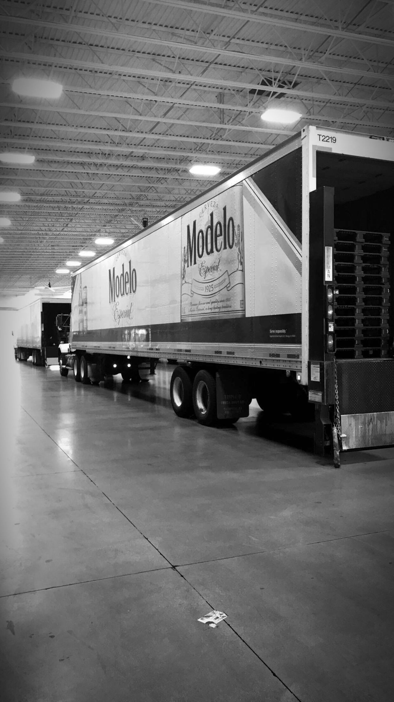 Myworktruck Beer Beerlife ModeloEspecial Modelo 18wheeler Blackandwhite Random Picoftheday Truckdriver No People Transportation Indoors  Day Kenworth Delivery Truck Photography
