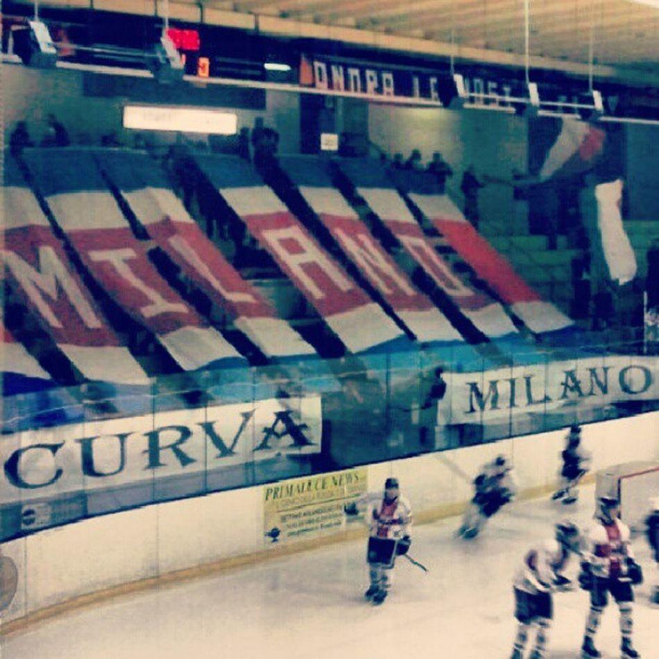 Curvadelmilano Saíma Hockeylife Hockeymilano Milanorossoblu Milano CDM Saíma Hockey Sembraimpossibile