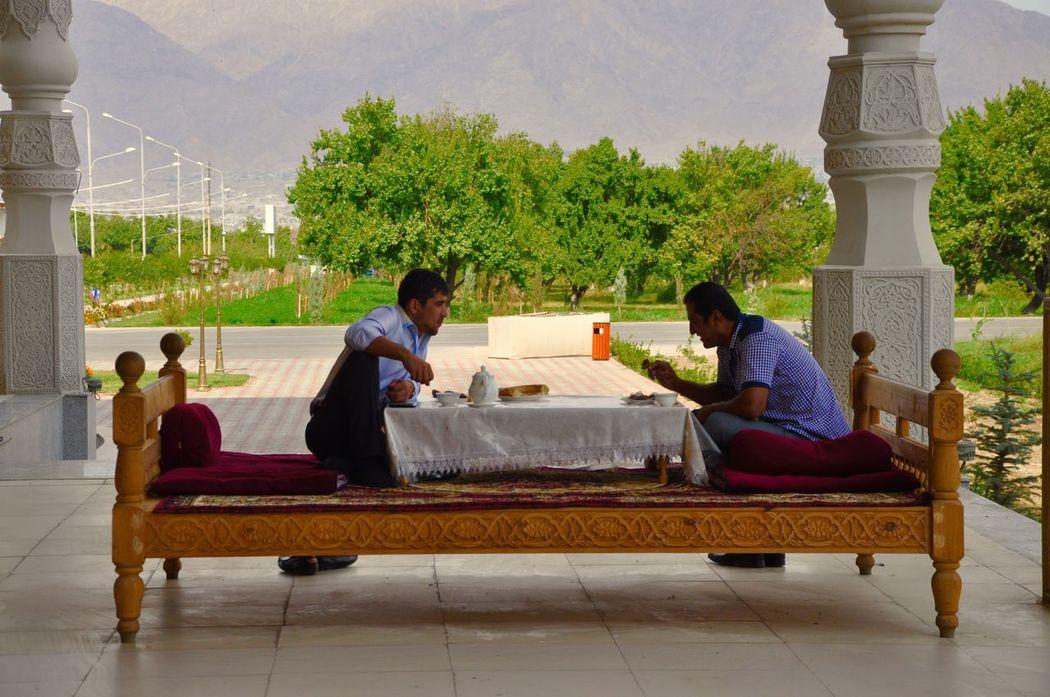 Tadschikistan Mens Teetime Relaxing