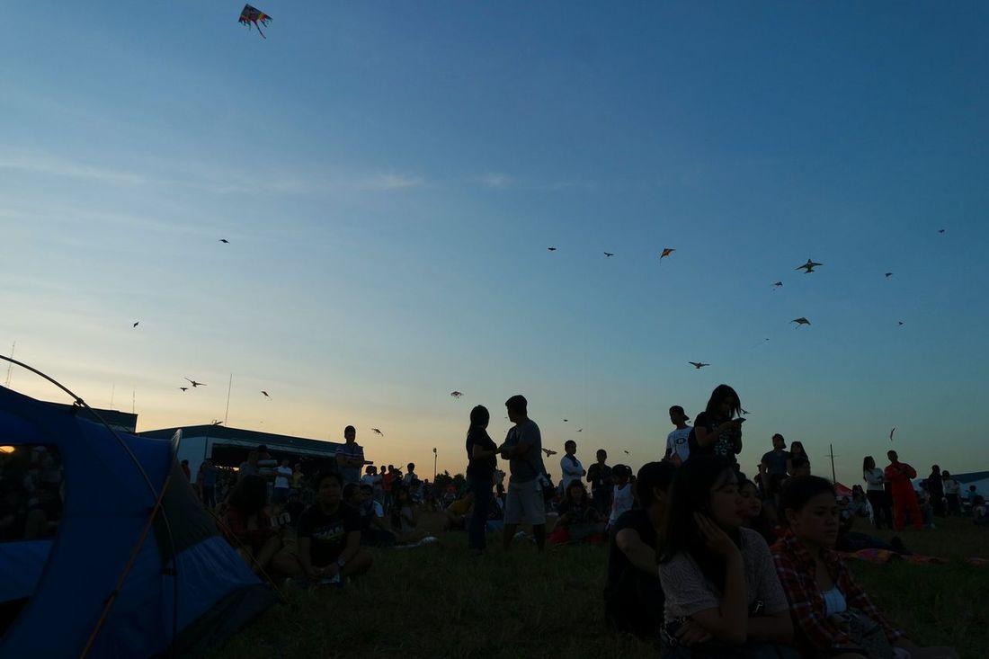 Sunset 🌅 PIHABF2016 Philippineinternationalhotairballoonfestival Balloonfestph Hotairballoon Airshow Sunset Sunset Silhouettes EyeemPhilippines Couples Shadows Kite Flying