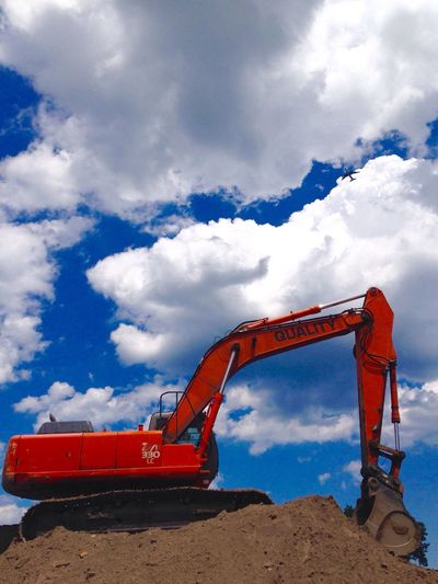 Construction Site Construction Machinery Sky Industry Cloud - Sky Earth Mover Mining Machinery Development Industrial Equipment Day Outdoors No People Chicago EyeEm Gallery EyeEm Vision Architecture Airplane Sky And Clouds Construction Site Digging Eeyem Photography