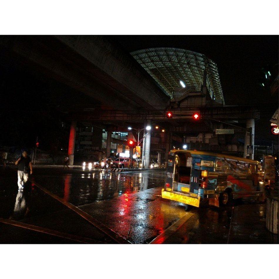 Today is raining. Pureza Station Lrt2 062015