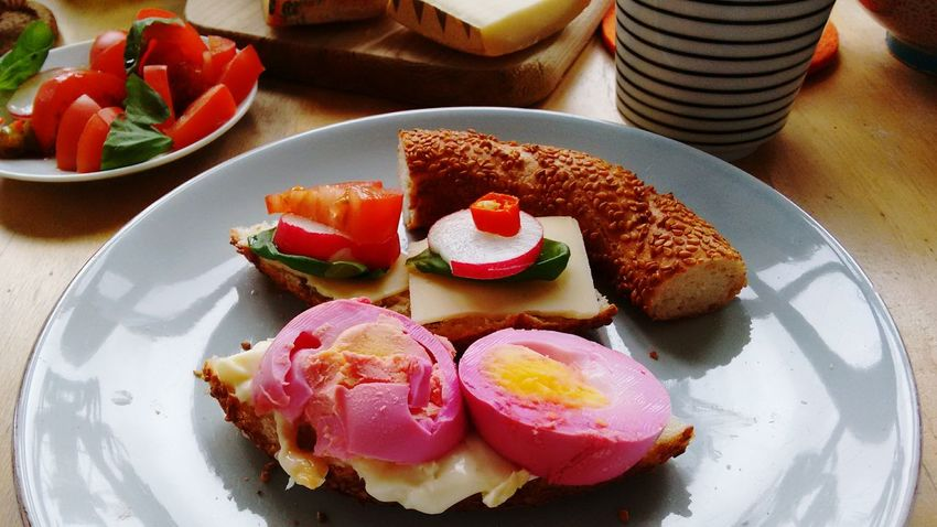Pink egg slices... Breakfast Easter Easter Eggs Hungry Food Fun Colorlove Beets