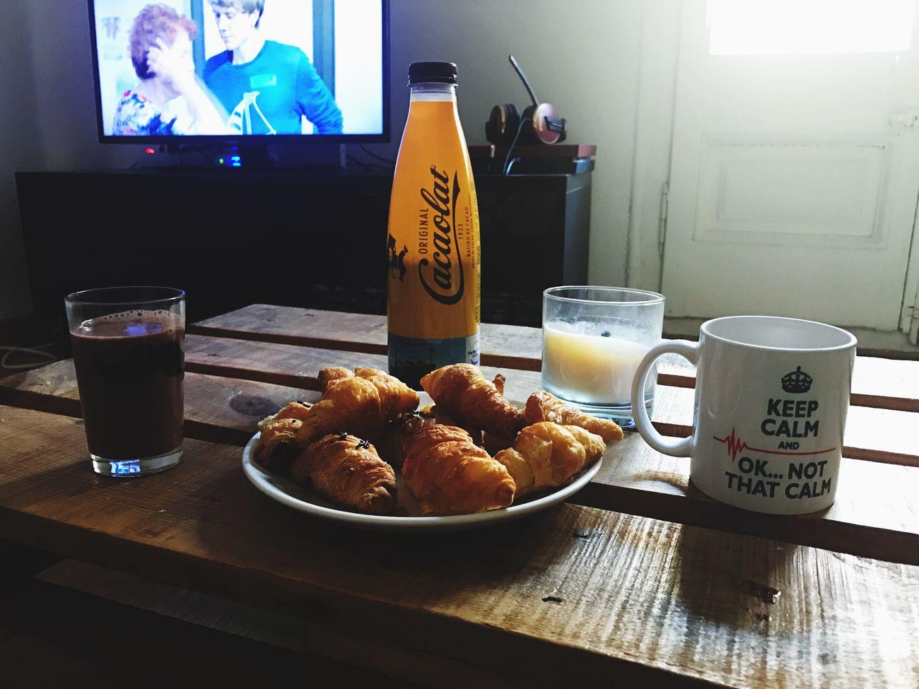 Bon esmorzar amb Netflix Pleaselikeme Croissants Cacaolat Postnadal First Eyeem Photo