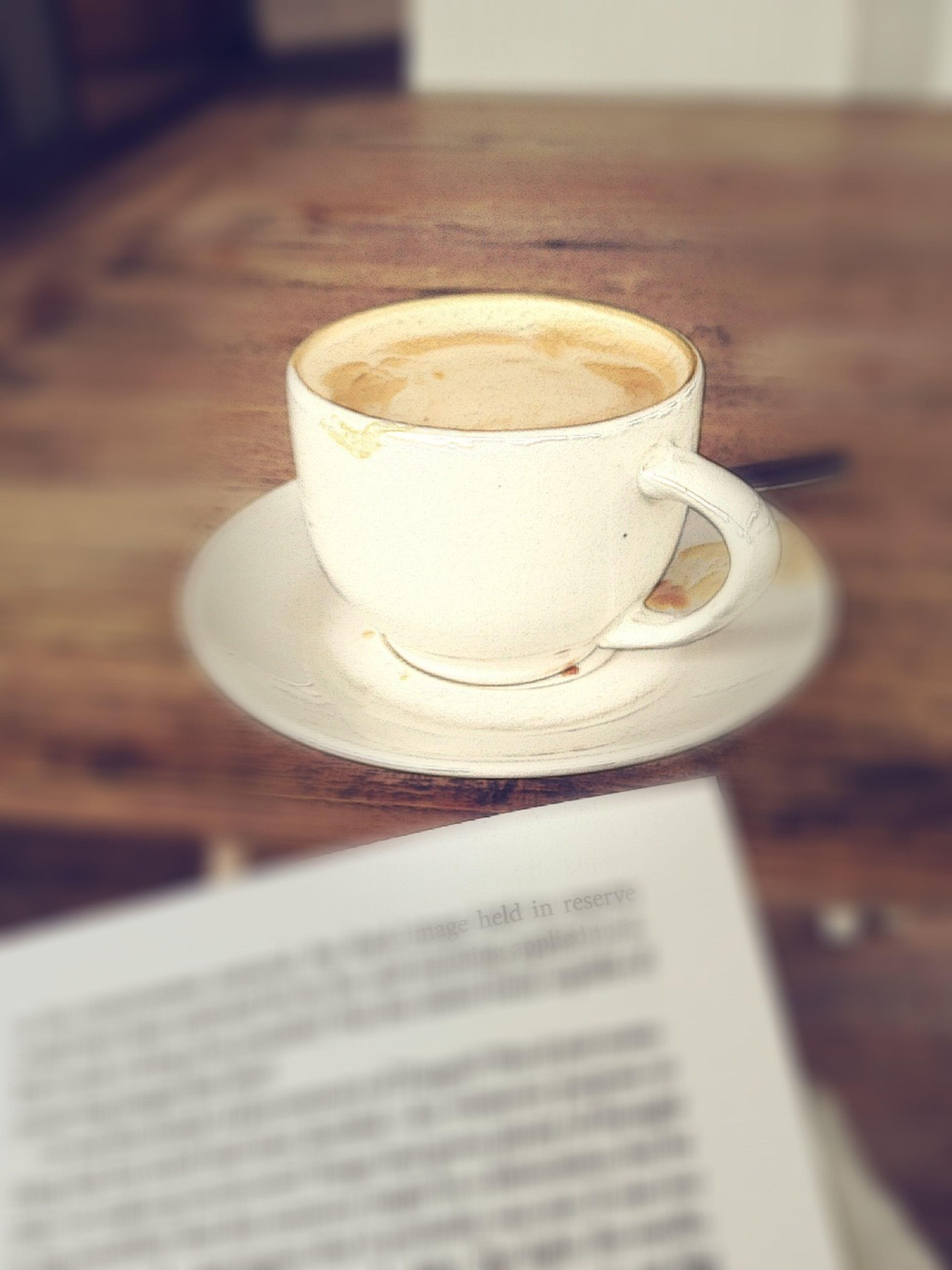 Sore gerimis, cappuccino, buku. Sempurna! Dailycious Coffee Reading A Book