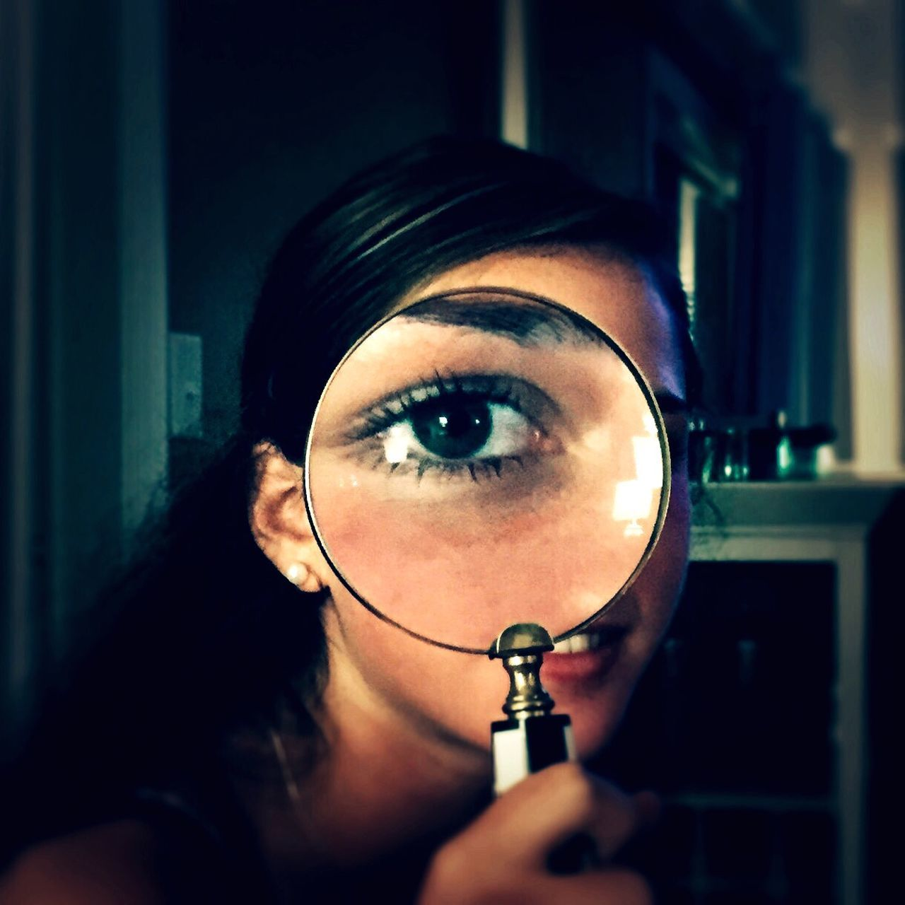 magnifying glass, one person, indoors, holding, real people, examining, young women, home interior, close-up, eyesight, human eye, women, eye test equipment, young adult, day, adult, people