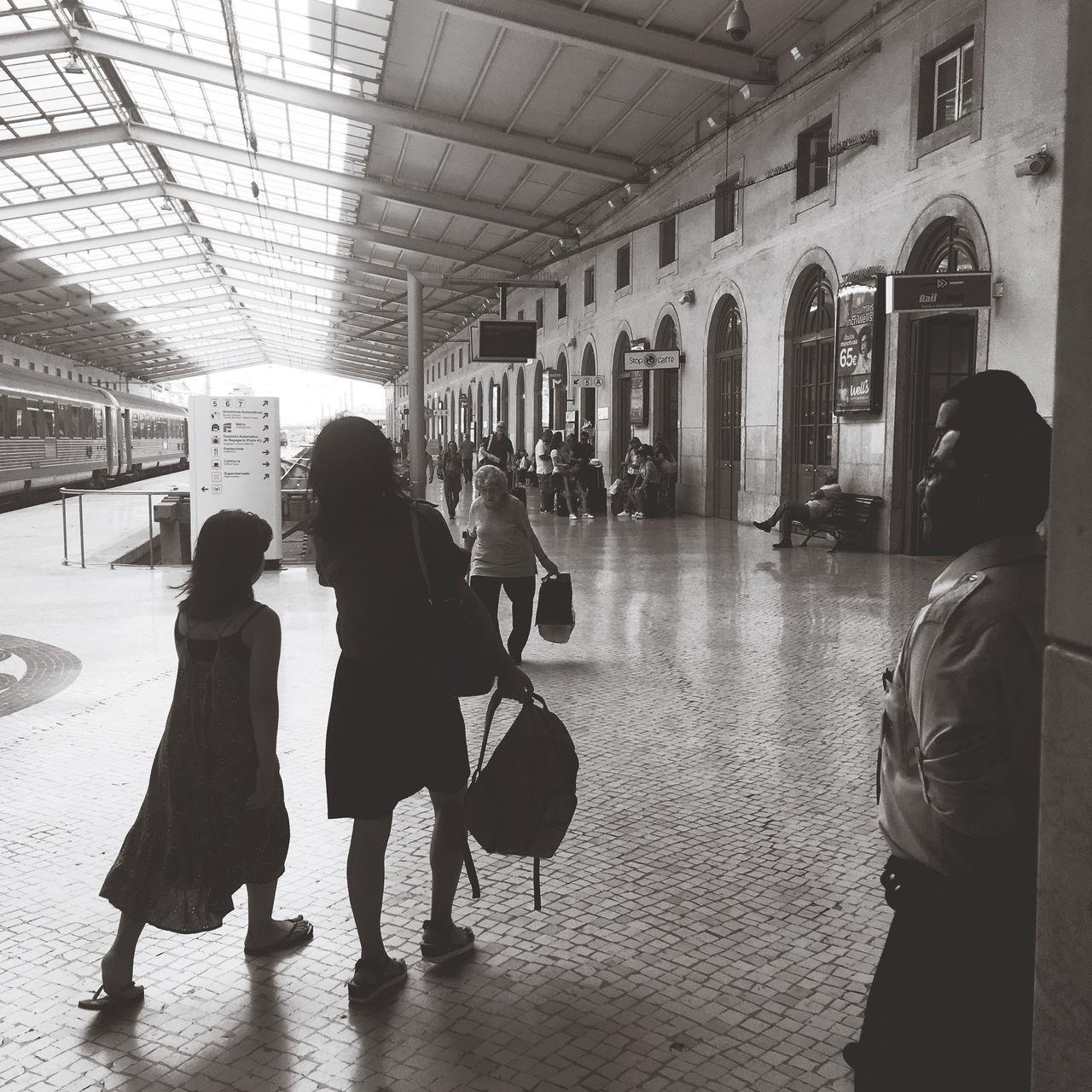 Corre, corre. Temos que apanhar o comboio... Train Portuguese Architecture Train Station In Black And White Urbanphotography Lisbonlovers Black & White Streetphotography Capturing Movement Estação De Santa Apolónia
