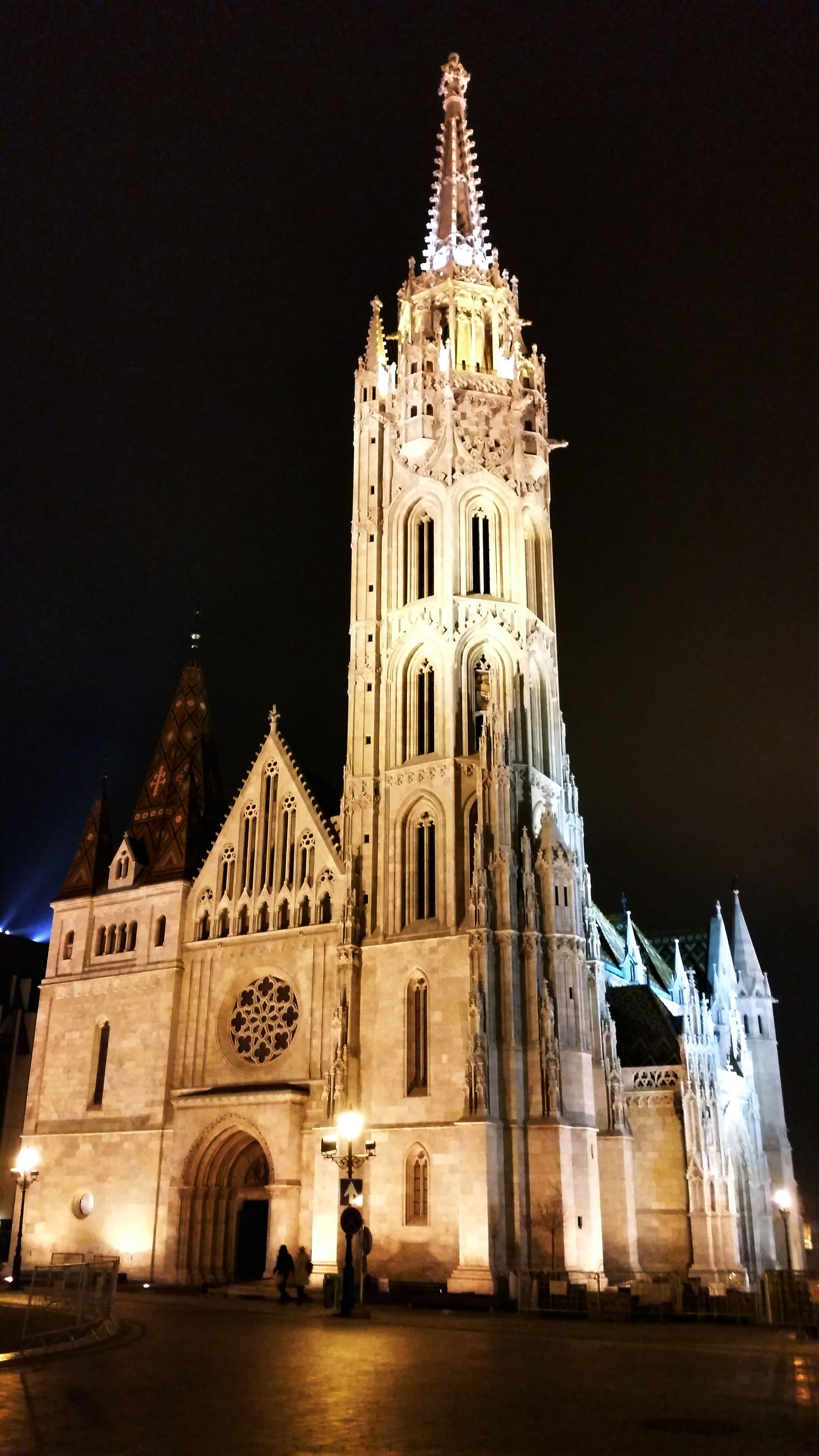 architecture, religion, place of worship, building exterior, built structure, spirituality, church, night, cathedral, famous place, illuminated, travel destinations, low angle view, tourism, history, travel, international landmark, facade